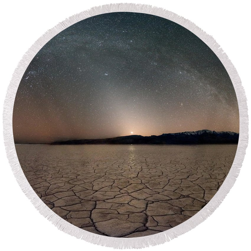Alvord Desert Round Beach Towel featuring the photograph Desert Night by Leland D Howard