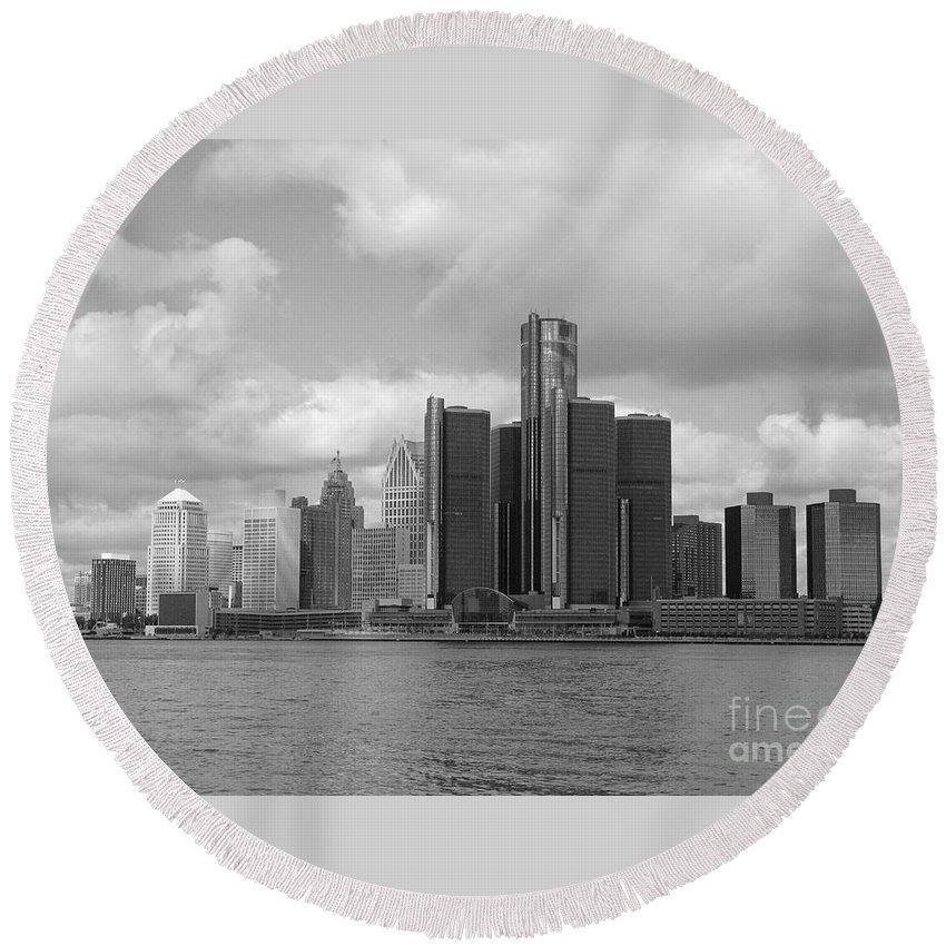 Detroit Round Beach Towel featuring the photograph Detroit Skyscape by Ann Horn