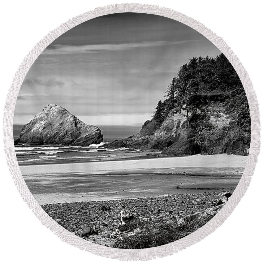 Black & White Round Beach Towel featuring the photograph Devil's Elbow Beach by Peter Tellone