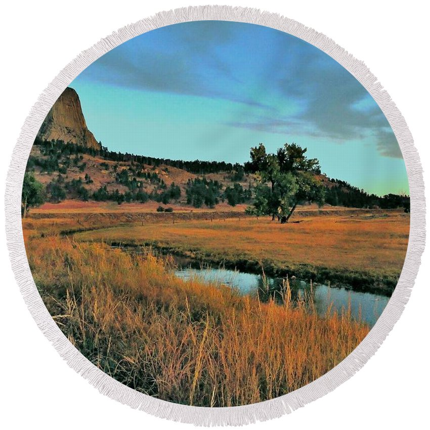Devils Tower Round Beach Towel featuring the photograph Devils Tower Daybreak by Benjamin Yeager