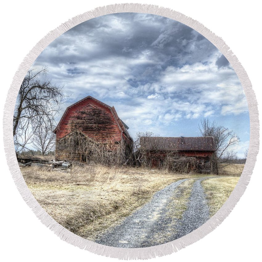 Barn Round Beach Towel featuring the photograph Dilapidated Barn by Donna Doherty