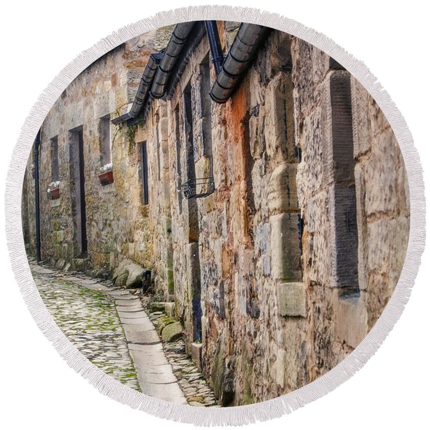 Cobblestone Round Beach Towel featuring the photograph Doon A Scottish Wynd by Hal Halli