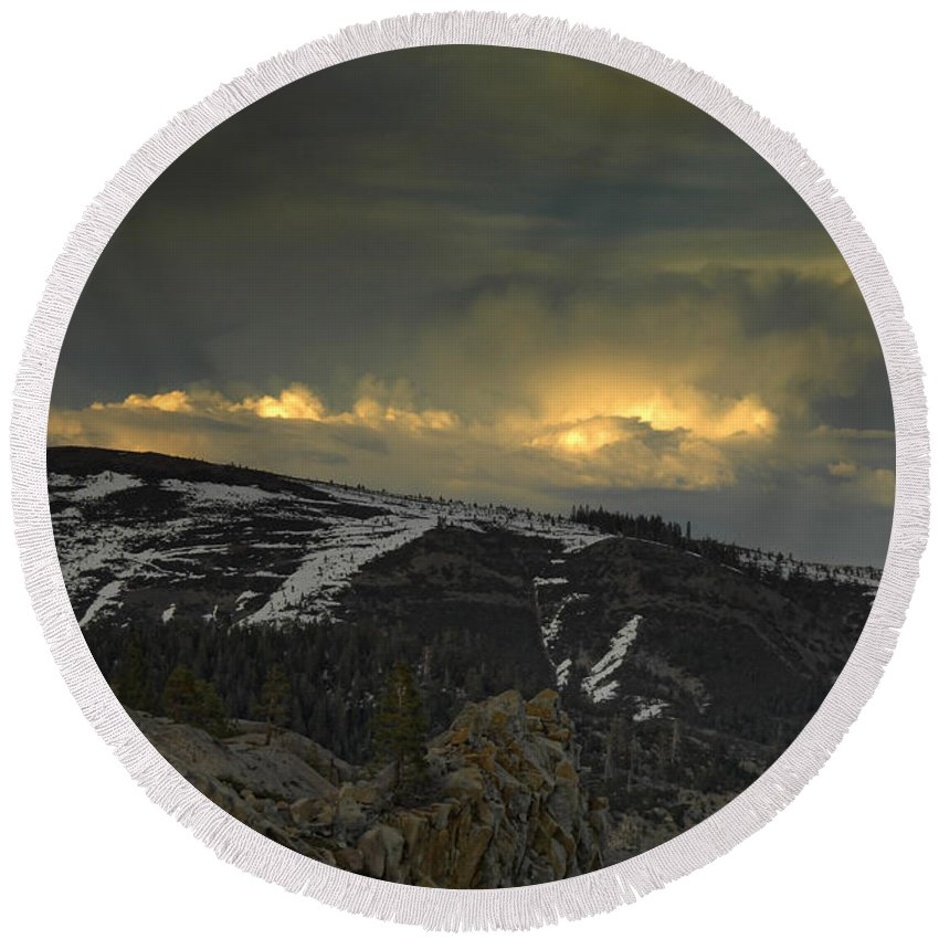 Mountains Round Beach Towel featuring the photograph Drama Is Coming by Donna Blackhall