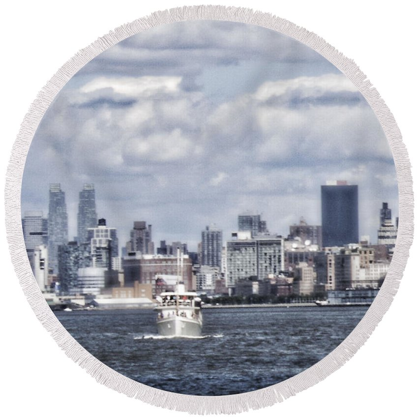 Hudson River Round Beach Towel featuring the photograph Dreams Are Made Of by Janie Johnson