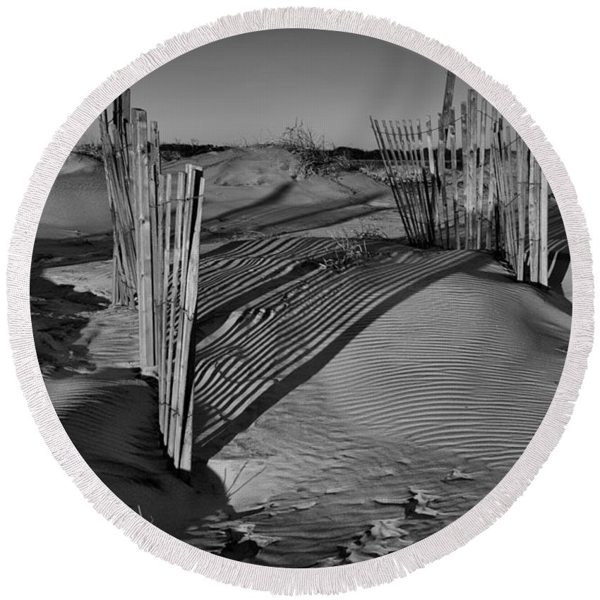 Outer Banks Round Beach Towel featuring the photograph Dune Erosion Fence Outer Banks Nc B And W Img_3761 by Greg Kluempers