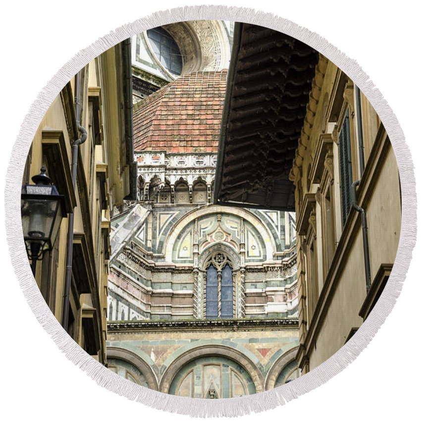 Florence Round Beach Towel featuring the photograph Duomo In Firenze by Pablo Lopez