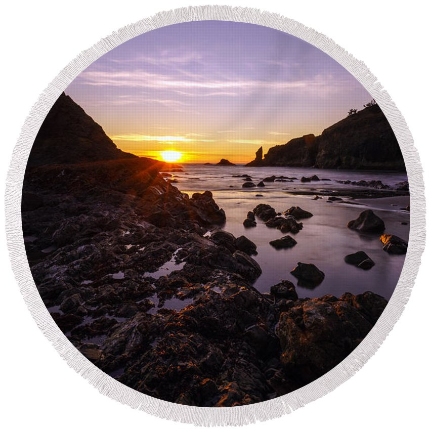 Washington Coast Round Beach Towel featuring the photograph Dusk Skies Along The Coast by Mike Reid