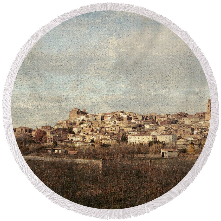 Calahorra Round Beach Towel featuring the photograph East Side Of Calahorra by RicardMN Photography
