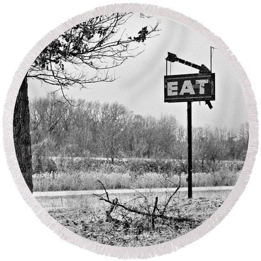 Eat Sign Round Beach Towel featuring the photograph Eat Here by Gary Richards