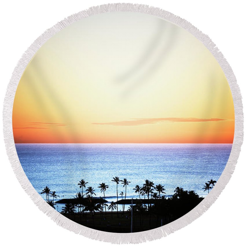 Airplane Round Beach Towel featuring the photograph Elevated View Of The Sunset by Ron Koeberer