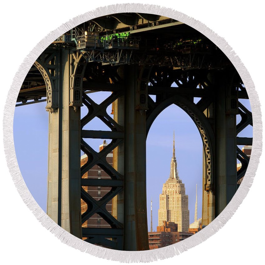Empire Round Beach Towel featuring the photograph Empire State Building by Brian Jannsen