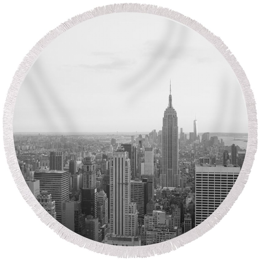 New York Round Beach Towel featuring the photograph Empire State Nyc by Ferry Zievinger