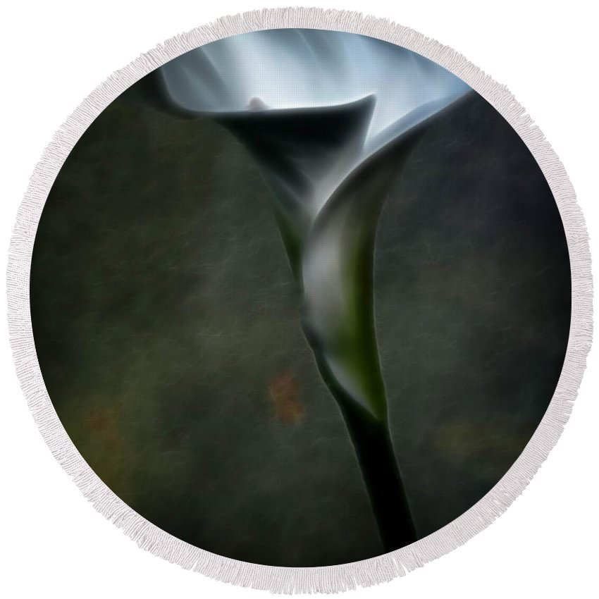 Calla Lily Round Beach Towel featuring the photograph Essence Glow Of A Calla Lily by Athena Mckinzie