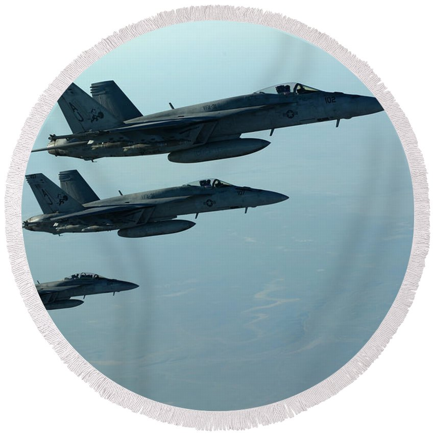 Round Beach Towel featuring the photograph F18e Super Hornet by Paul Fearn