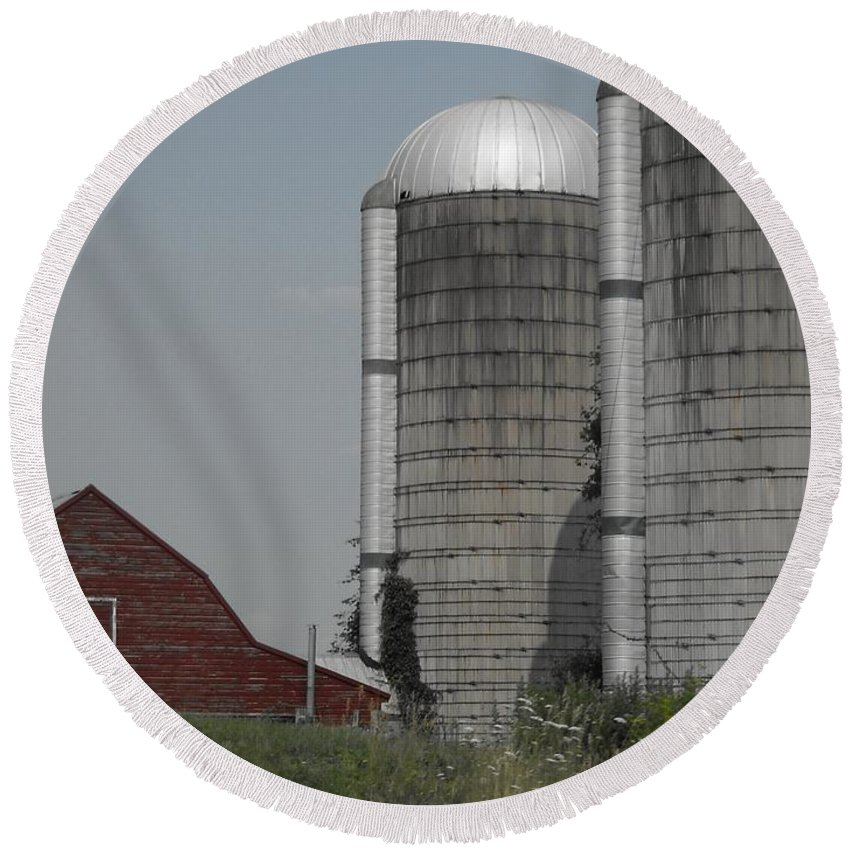 Landscapes Round Beach Towel featuring the photograph Faded Farm by Photographic Arts And Design Studio