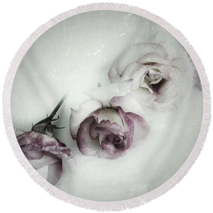 Fading Round Beach Towel featuring the photograph Fading Feelings by Marianna Mills