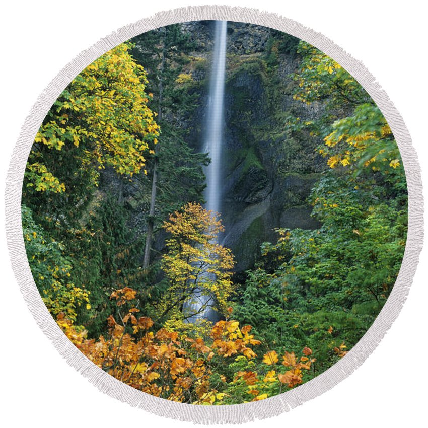 North America Round Beach Towel featuring the photograph Fall Colors Frame Multnomah Falls Columbia River Gorge Oregon by Dave Welling