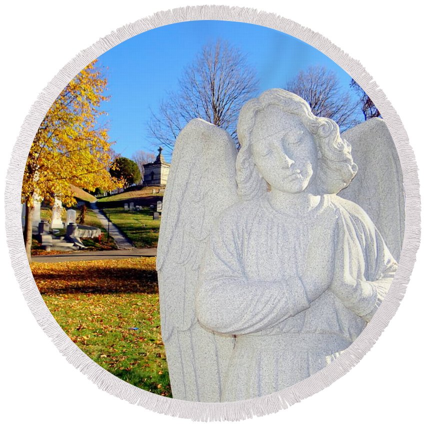 Angels Round Beach Towel featuring the photograph Fall In Angel by Ed Weidman