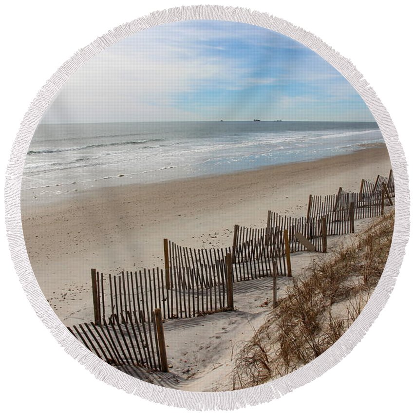 North Topsail Round Beach Towel featuring the photograph Fence Line by Rand Wall