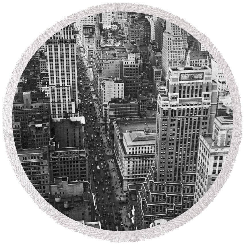 1929 Round Beach Towel featuring the photograph Fifth Avenue In New York City. by Underwood & Underwood