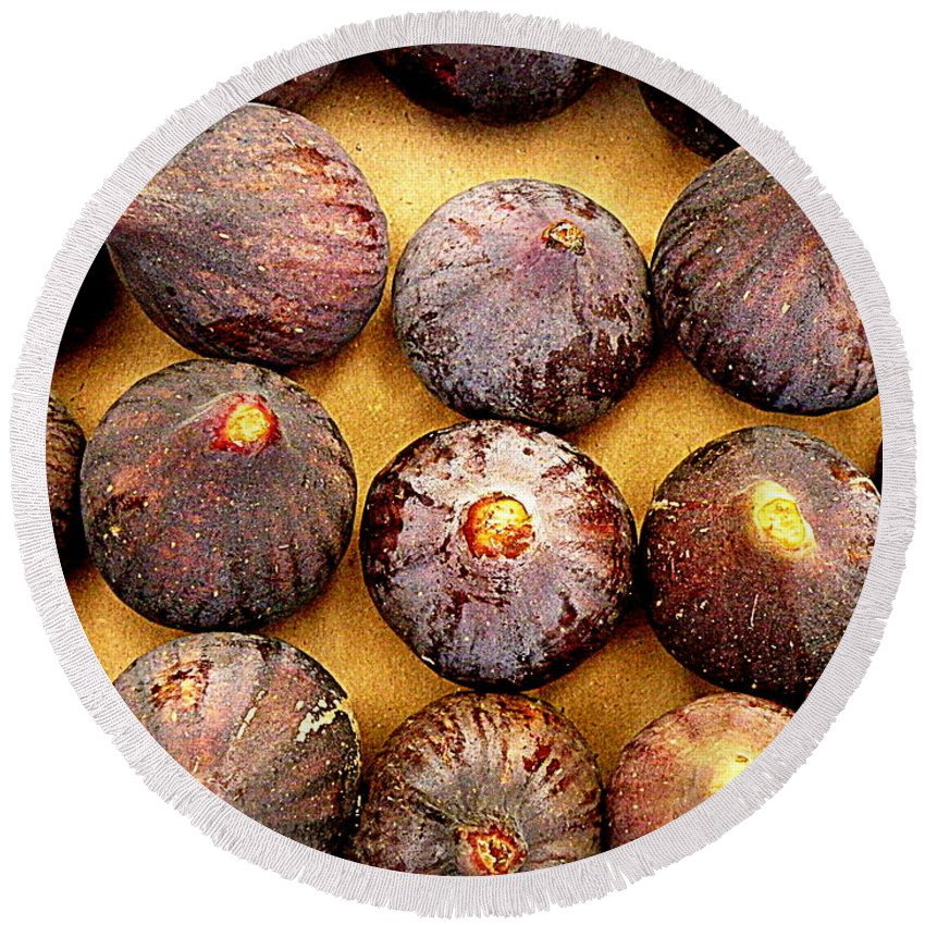 Figs Round Beach Towel featuring the photograph Figs by Lainie Wrightson