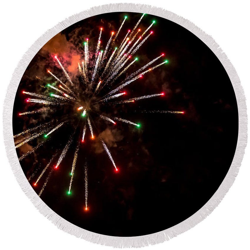Canada Day Round Beach Towel featuring the photograph Fireworks2 by Cheryl Baxter