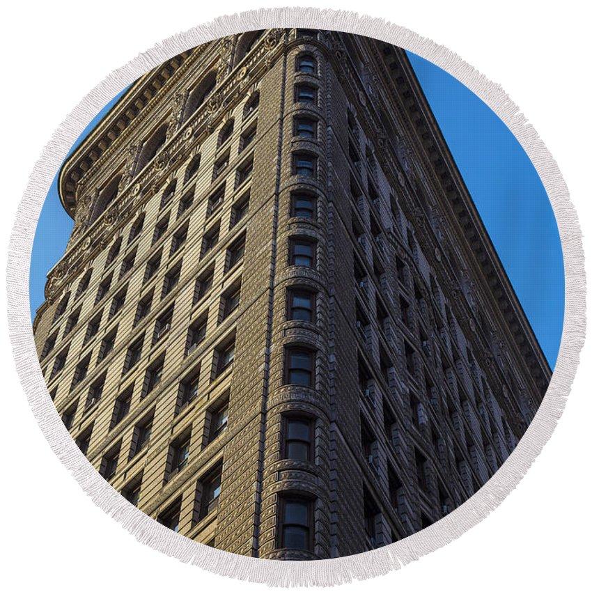 Flatiron Building New York City Round Beach Towel featuring the photograph Flatiron Building New York by Garry Gay