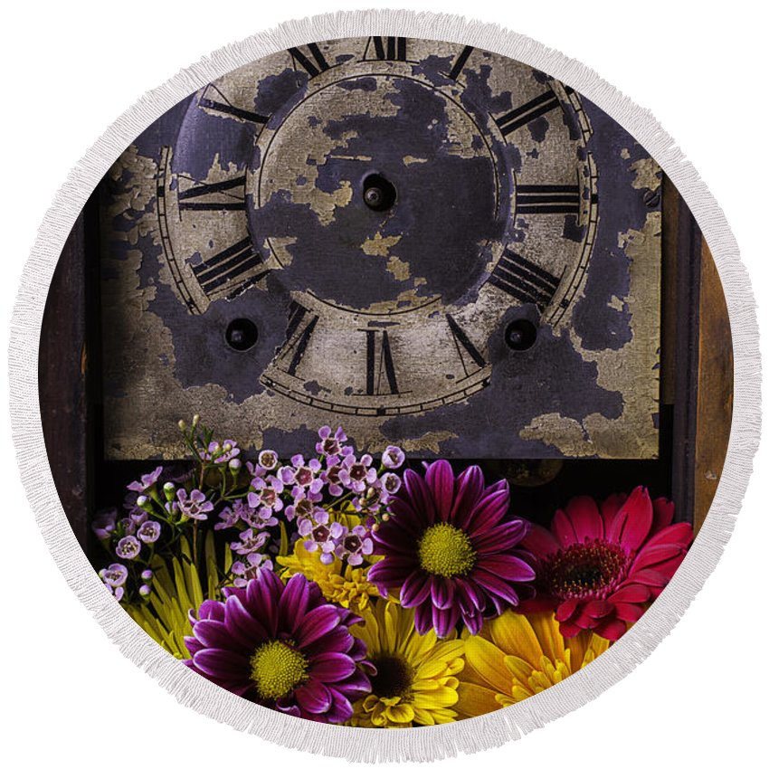 Daisy Flower Round Beach Towel featuring the photograph Flower Clock by Garry Gay