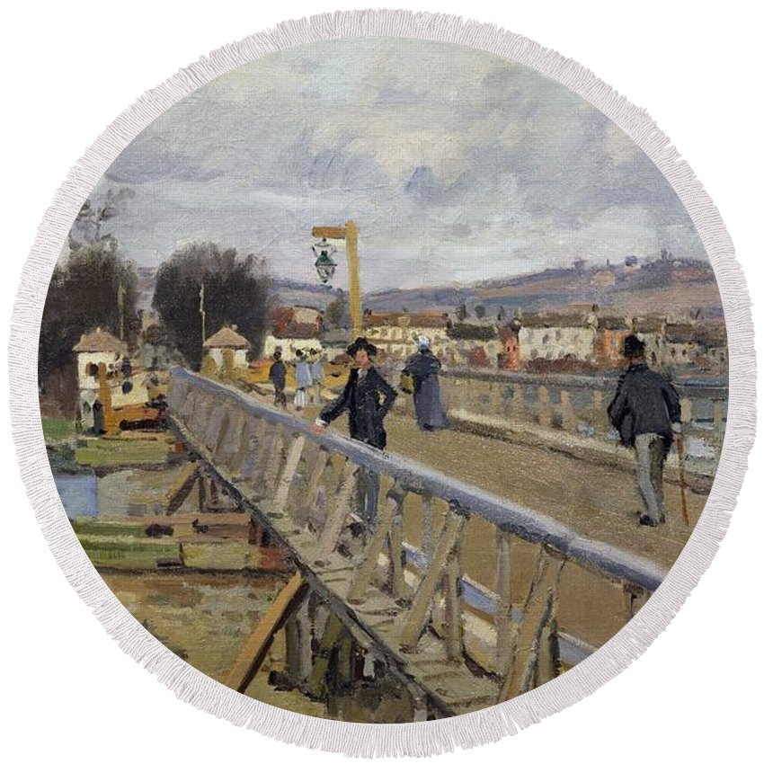 La Passerelle D'argenteuil Round Beach Towel featuring the painting Footbridge At Argenteuil by Alfred Sisley