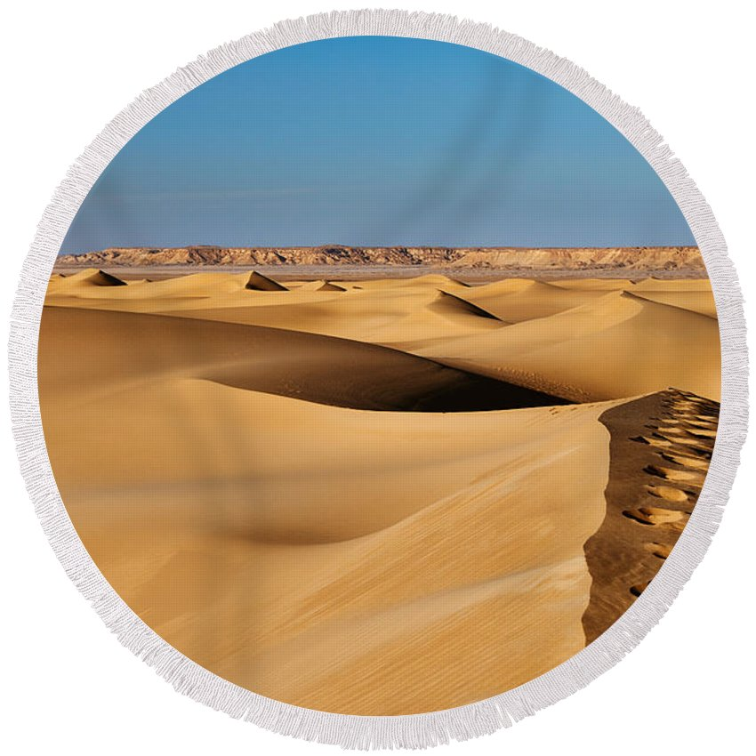 Fotografie Round Beach Towel featuring the photograph Footprints And 4x4 Offroad Car In Landscape Of Endless Dunes In Sand Desert by Juergen Ritterbach