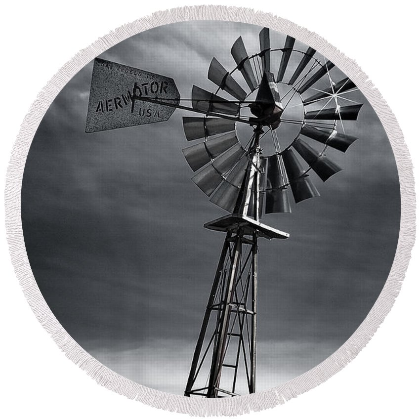 Aermotor Round Beach Towel featuring the photograph Forboding Skies by Guy Whiteley