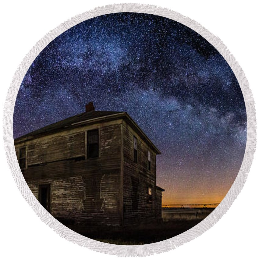 Milky Way Round Beach Towel featuring the photograph Forgotten Under The Stars by Aaron J Groen