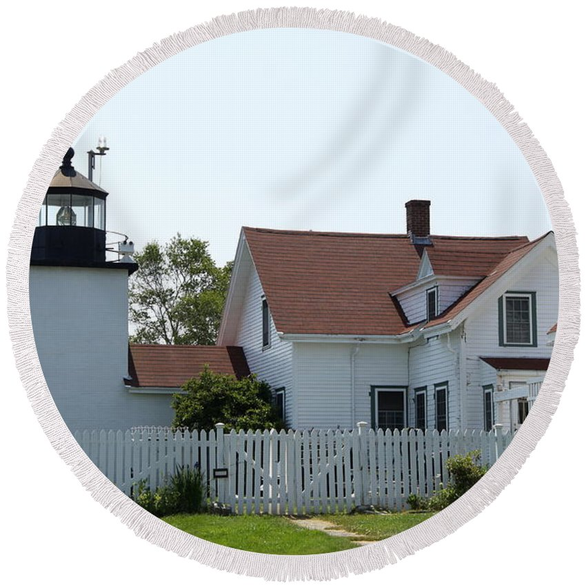 Fort Point Light Round Beach Towel featuring the photograph Fort Point Lighthouse by Christiane Schulze Art And Photography