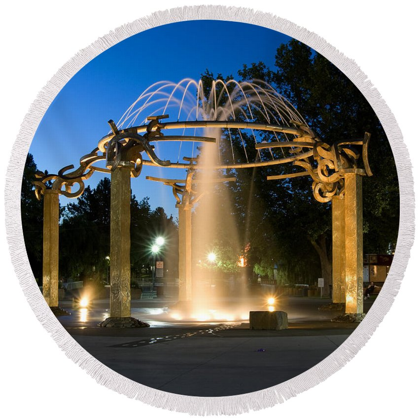 Fountain Round Beach Towel featuring the photograph Fountain In Riverfront Park by Paul DeRocker