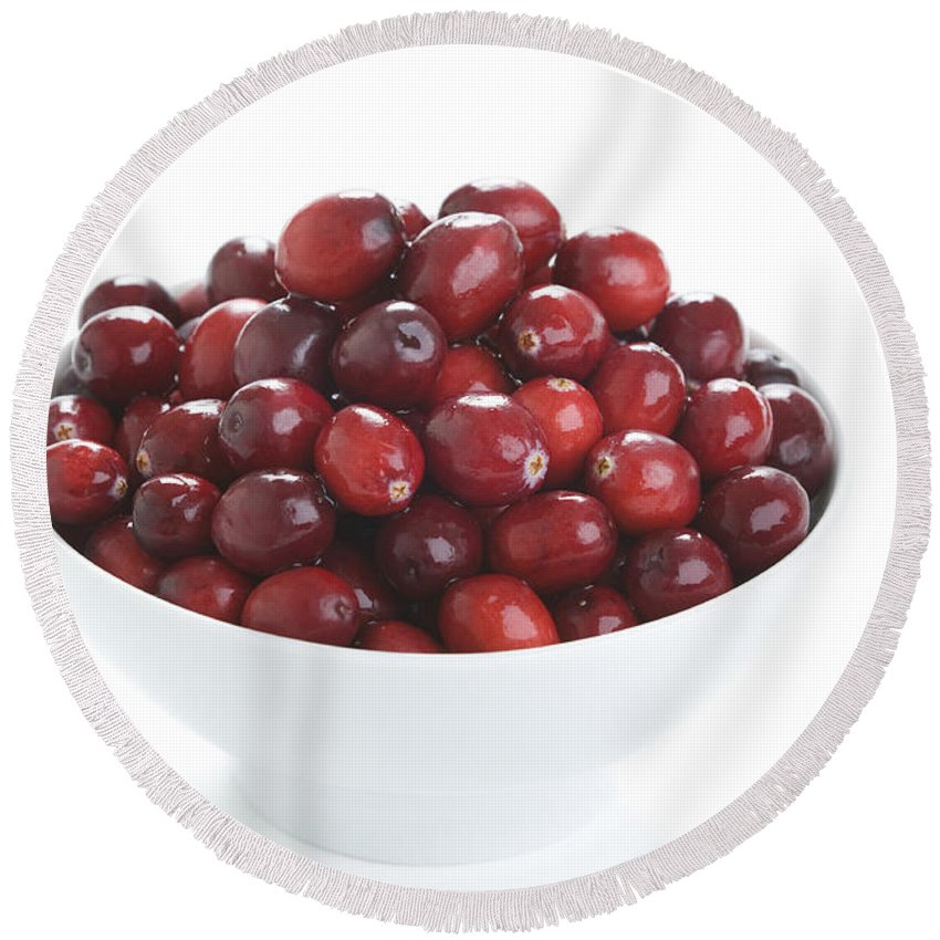 Cranberries Round Beach Towel featuring the photograph Fresh Cranberries In A White Bowl by Lee Avison