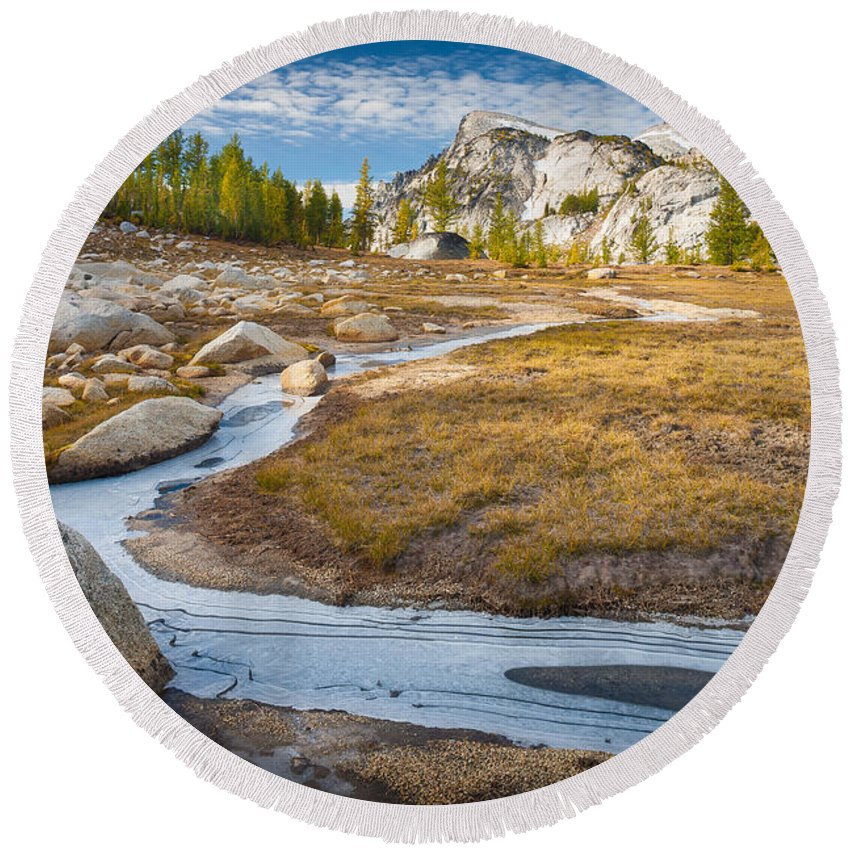 Alpine Lakes Wilderness Round Beach Towel featuring the photograph Frozen Enchantments Creek by Inge Johnsson