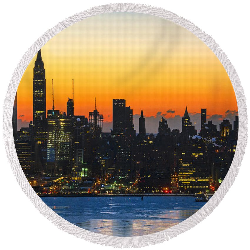 New York City Round Beach Towel featuring the photograph Frozen-new York At Dawn by Regina Geoghan