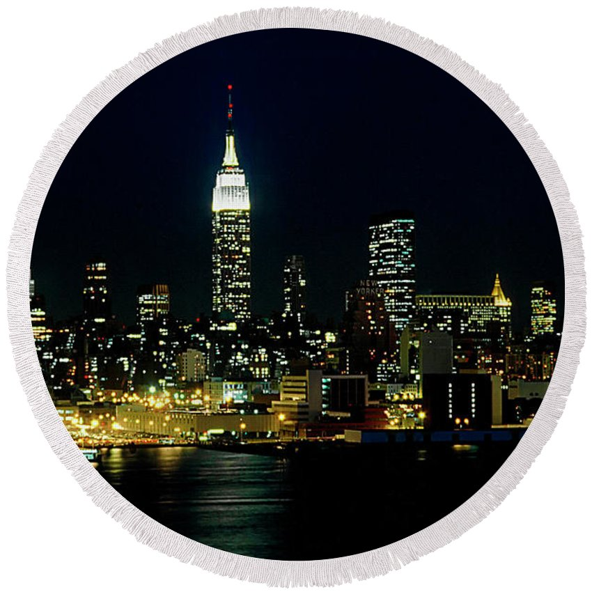 Nyc Round Beach Towel featuring the photograph Full Moon Rising - New York City by Anthony Sacco