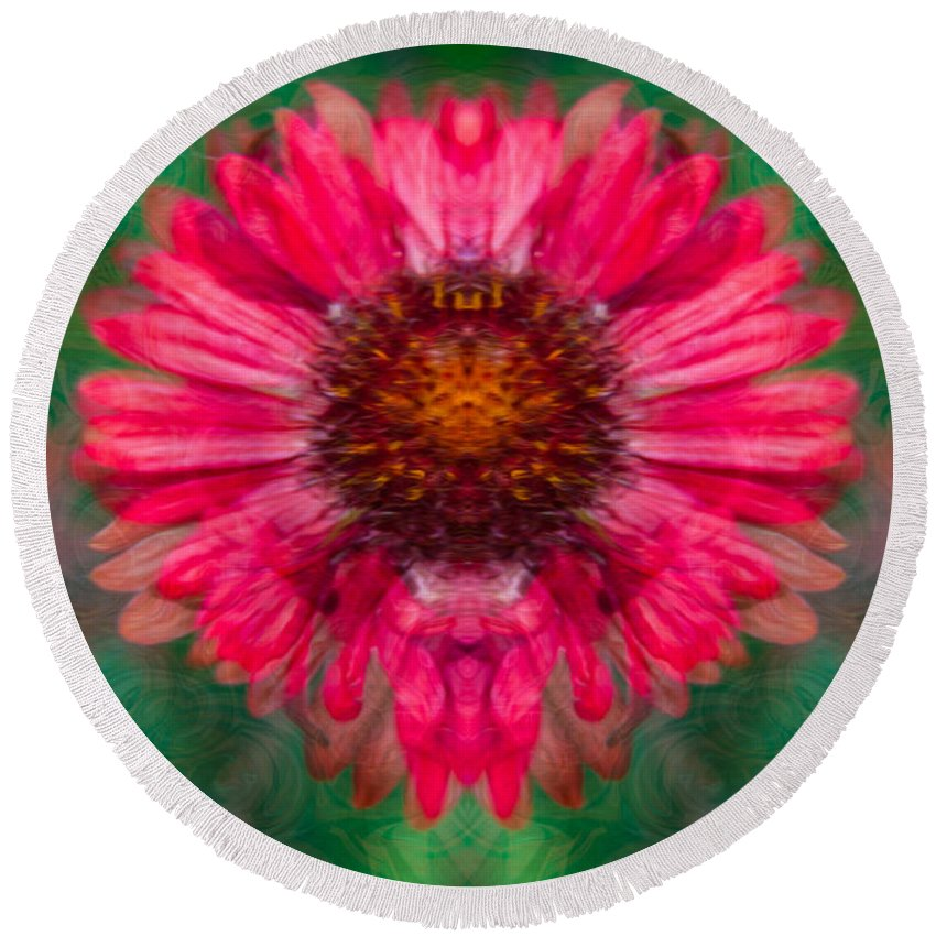 North Cascades Round Beach Towel featuring the painting Fuscia Queen by Omaste Witkowski