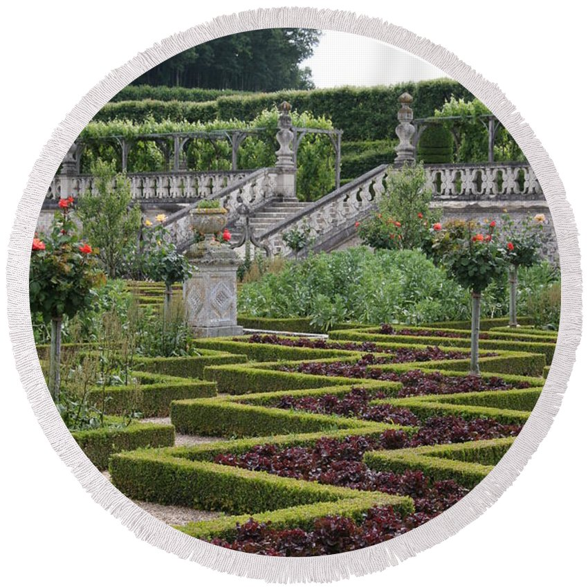Cabbage Round Beach Towel featuring the photograph Garden Symmetry Chateau Villandry by Christiane Schulze Art And Photography