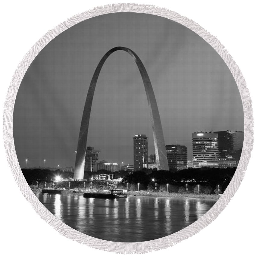 Black And White Round Beach Towel featuring the photograph Gateway Arch In St Louis by Bill Cobb