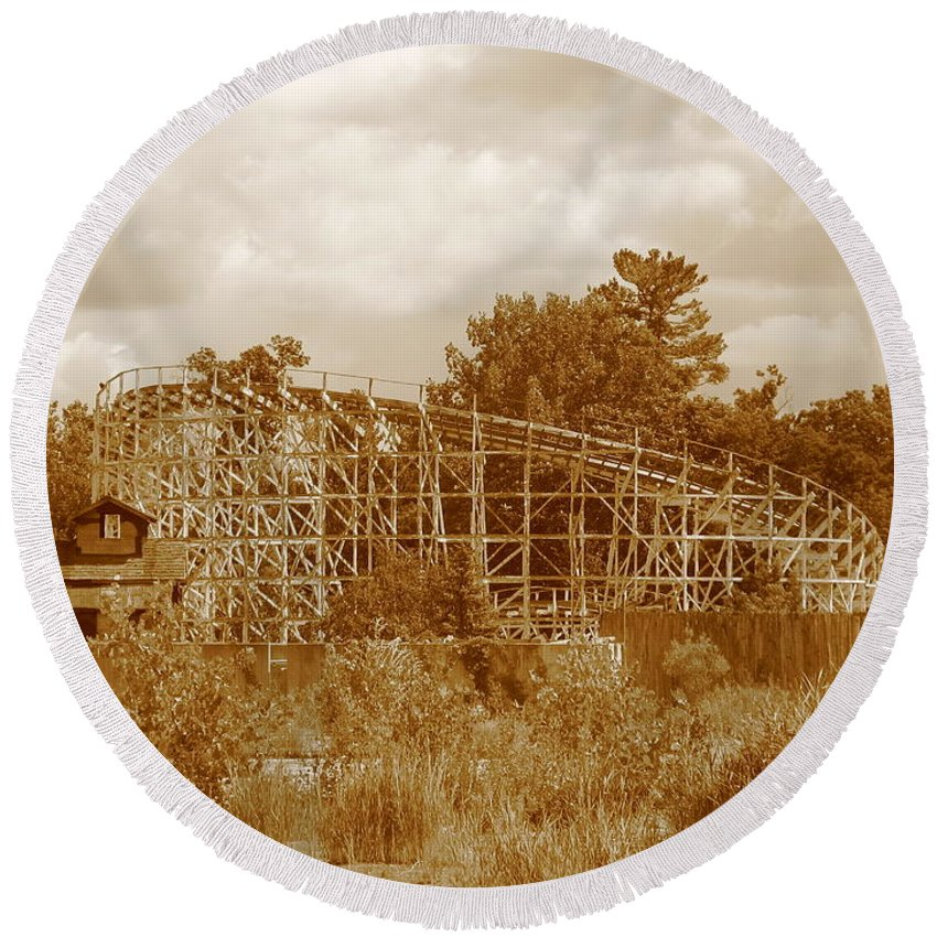 Geauga Lake Round Beach Towel featuring the photograph Geauga Lake 2 by Michael Krek