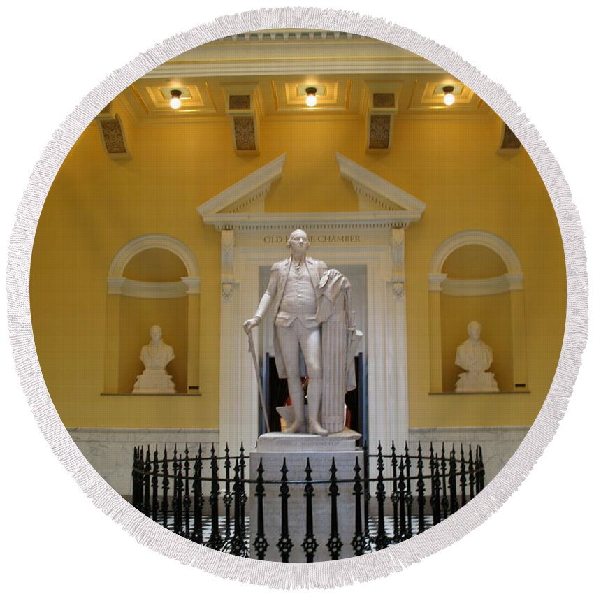 Georg Washington Round Beach Towel featuring the photograph Georg Washington Statue - Capitol Richmond by Christiane Schulze Art And Photography
