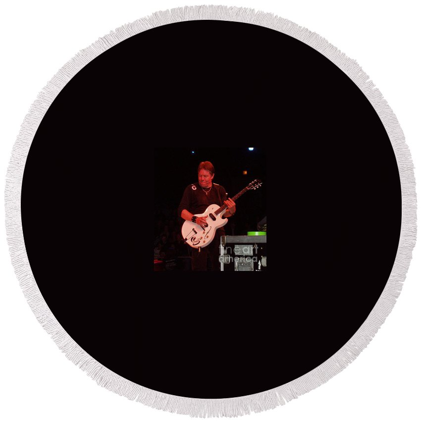 George Thorogood Performing Round Beach Towel featuring the photograph George Thorogood Performing by John Telfer