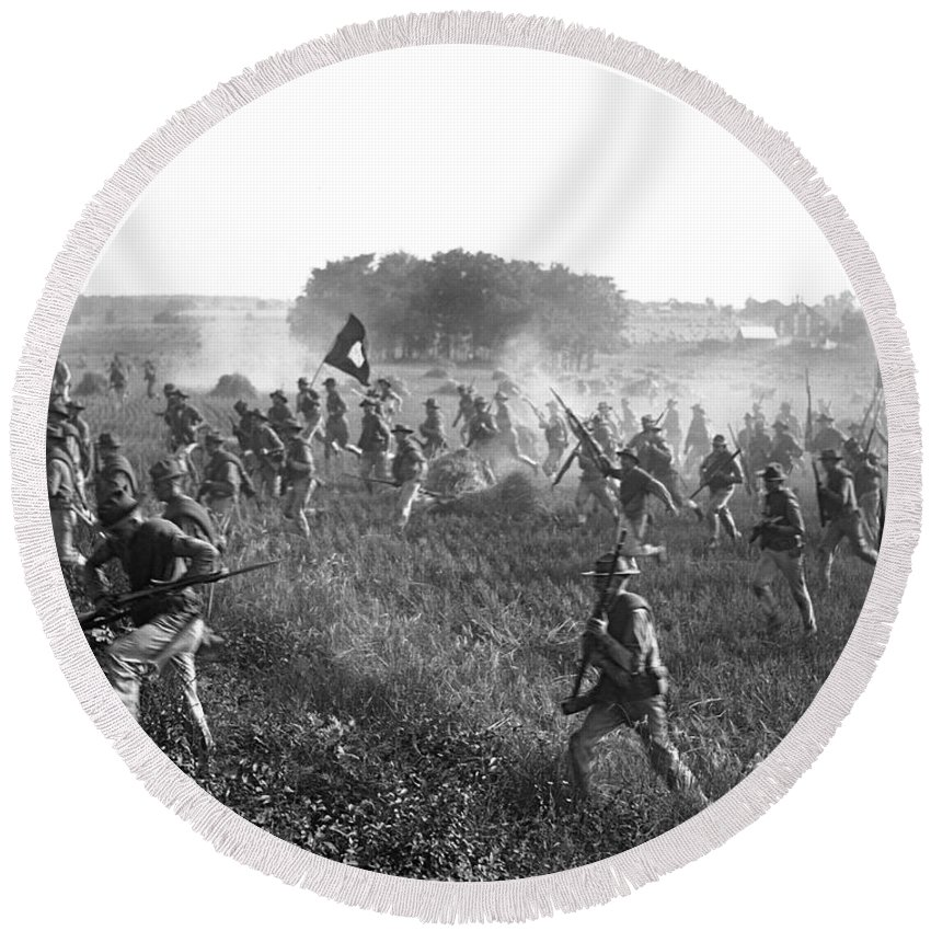 1920s Round Beach Towel featuring the photograph Gettysburg Reenactment by Harris & Ewing