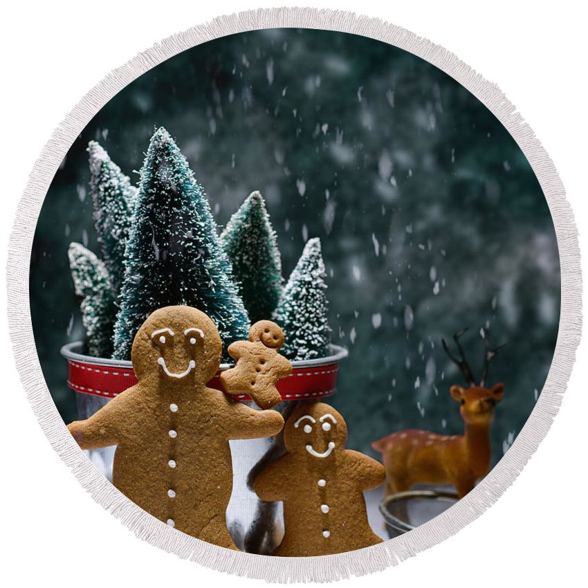 Low Key Round Beach Towel featuring the photograph Gingerbread Family In Snow by Amanda Elwell