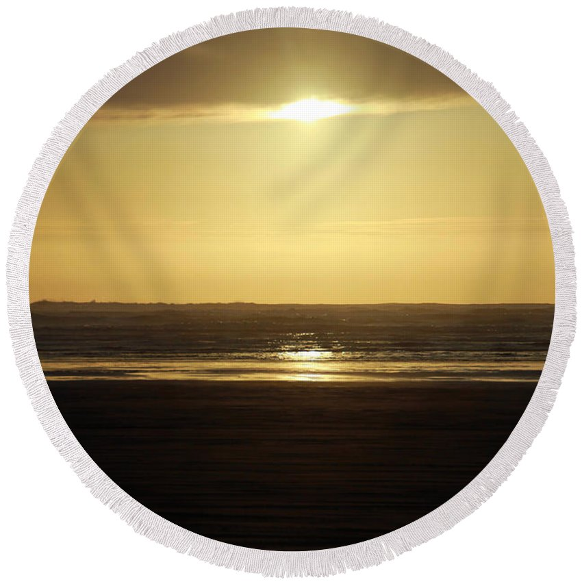 Ocean Round Beach Towel featuring the photograph Glory At Ocean Shores by Jeanette C Landstrom