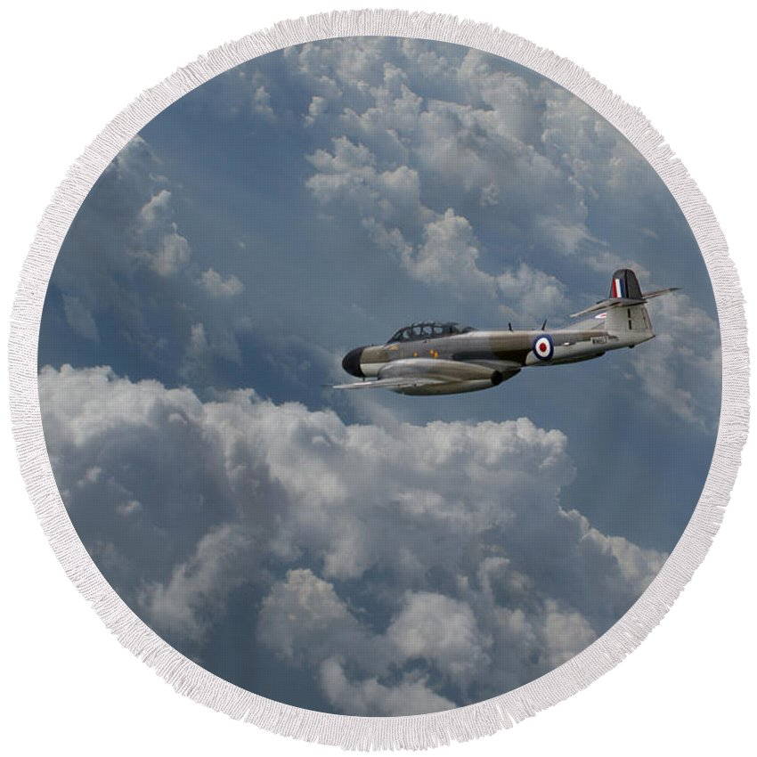 Gloster Round Beach Towel featuring the digital art Gloster Meteor by J Biggadike