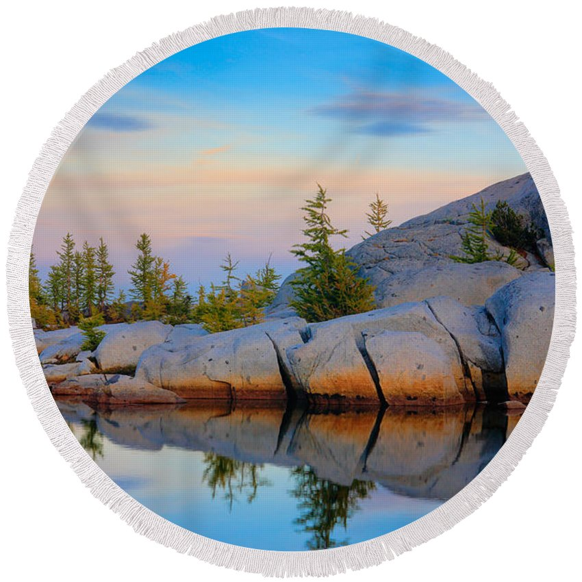 Alpine Lakes Wilderness Round Beach Towel featuring the photograph Gnome Tarn Rocks by Inge Johnsson