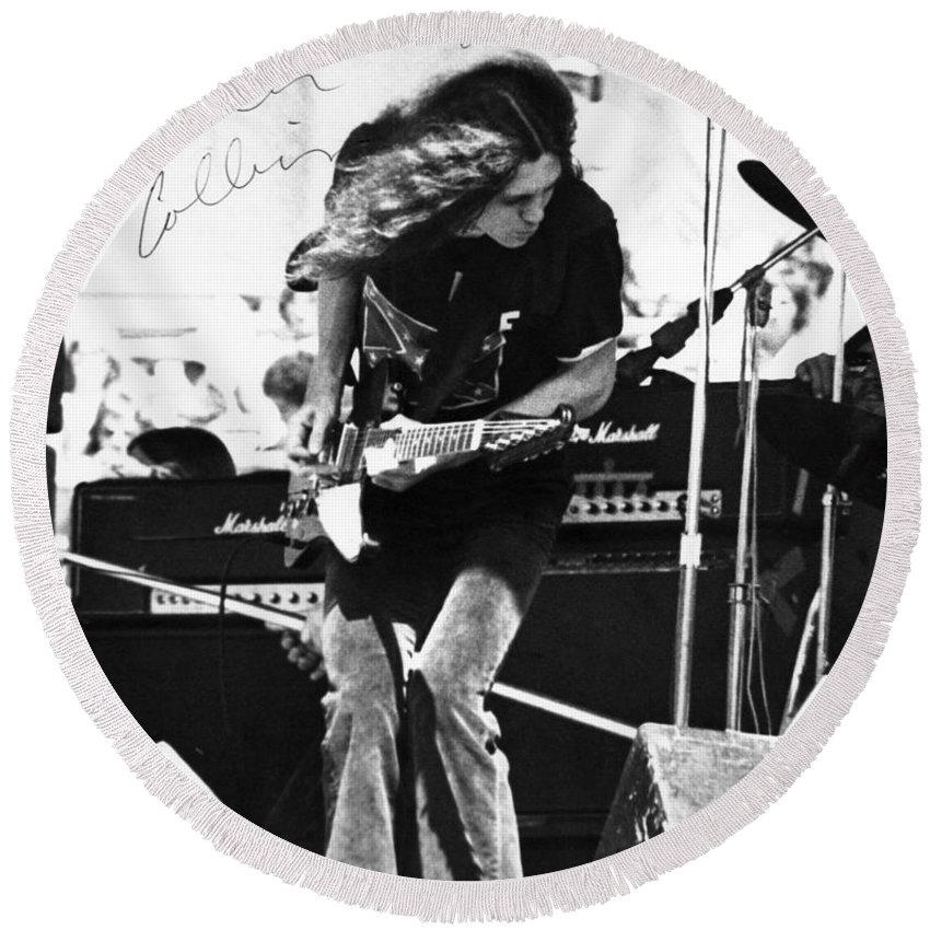 Allen Collins Round Beach Towel featuring the photograph God Bless You A C by Ben Upham
